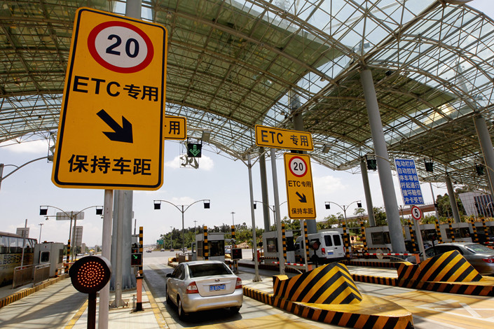 An ETC channel on the Kunming Airport Expressway in Yunnan province, on Dec. 19, 2014. Photo: IC Photo