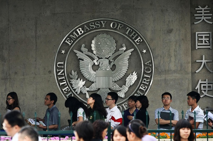 People wait in line to apply for visas outside the U.S. embassy in Beijing on June 26, 2012. Photo: VCG