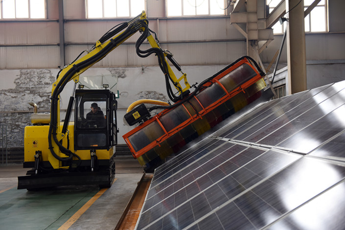 A specialized solar panel cleaning vehicle operates in the northern province of Hebei on March 22. Photo: VCG