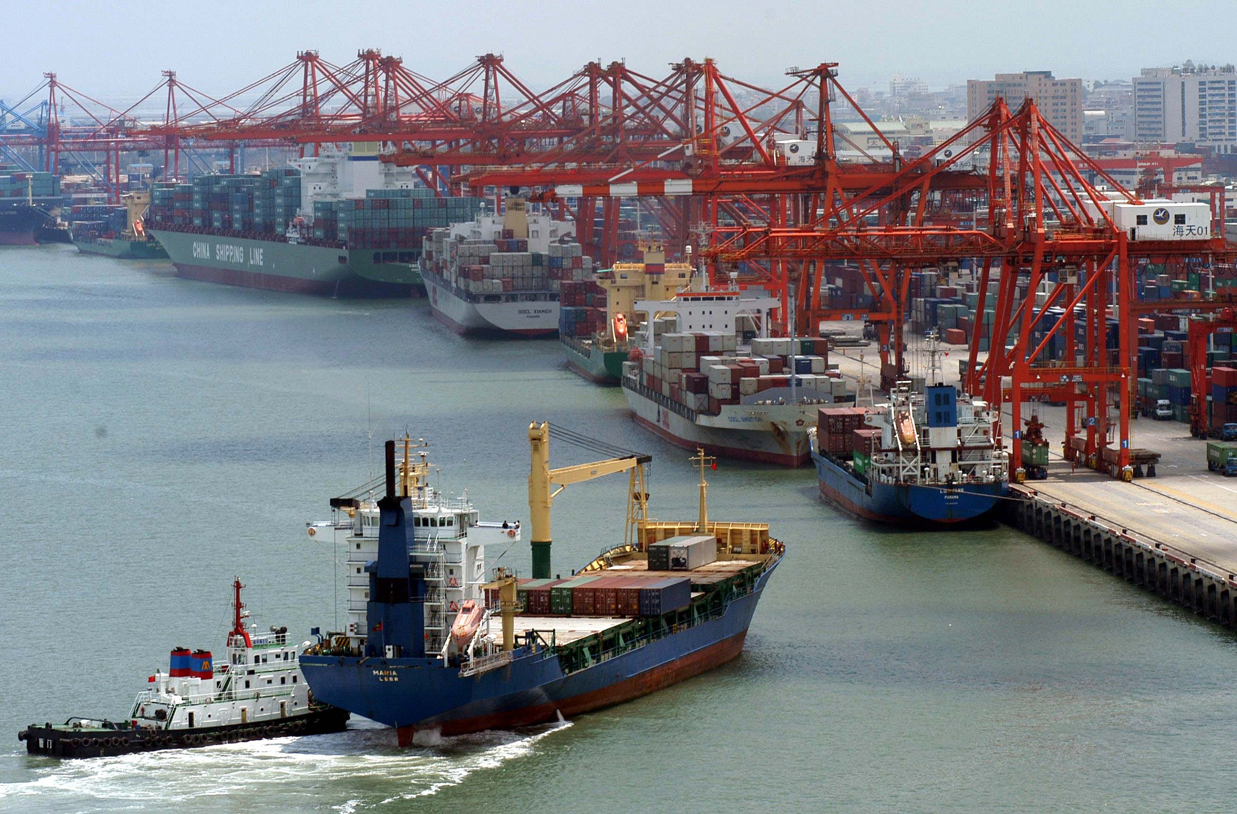 A cargo ship heads into the port of Xiamen in East China's Fujian province in November 2005. Photo: VCG
