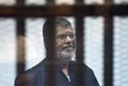 埃及前总统穆尔西庭审中骤逝 玻璃笼中发言