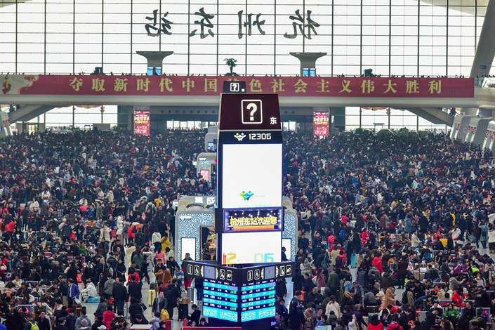 Passengers cram into Hangzhou East Railway Station in eastern China's Zhejiang province during the Lunar New Year holiday, Jan. 30, 2019. Photo: IC Photo