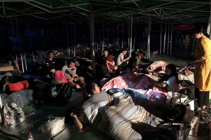 Local students were sent to stay in temporary shelters after earthquake at night. Photo: VCG_Gallery: Aftermath of Deadly Earthquake in Sichuan