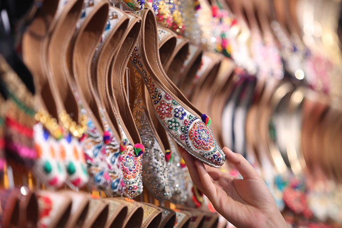 Indian embroidered shoes are displayed at the South Asia pavilion of a trade fair in Kunming, Yunnan province, on June 12, 2019. Photo: VCG