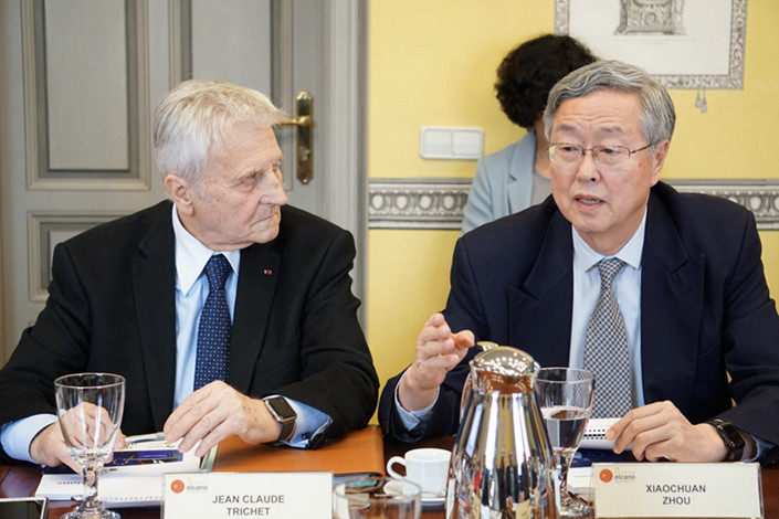 Zhou Xiaochuan and Jean-Claude Trichet speak at a roundtable jointly held by Caixin and Spanish think tank Elcano Royal Institute in Madrid in late May. Photo: Caixin