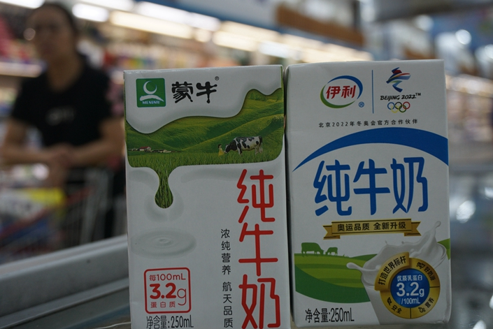 Yili and Mengniu boxes of milk in a supermarket in Hangzhou, East China's Zhejiang province on June 20. Photo: IC Photo