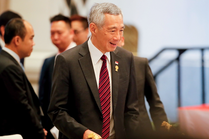 epa07665627 Singapore Prime Minister Lee Hsien Loong arrives for a plenary session at the 34th ASEAN Summit in Bangkok