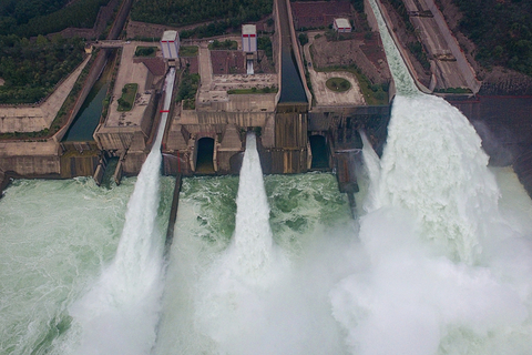 Water gushes from the Xiaolangdi Reservoir on Sunday. Photo: VCG
