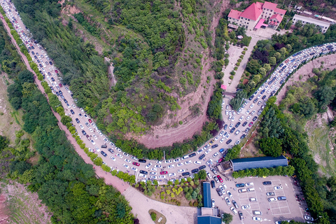 Cars line up to enter the Xiaolangdi Reservoir on Sunday. Photo: VCG
