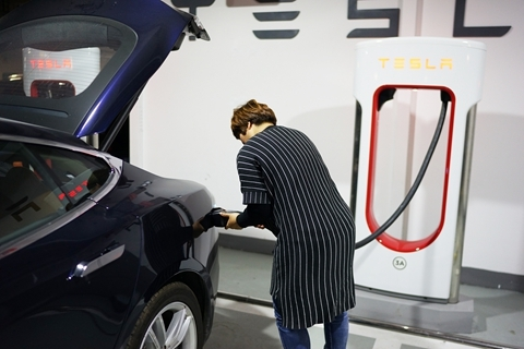 Expert says most electric vehicle batteries will deteriorate after 300 to 500 fast-charging cycles. Photo: VCG