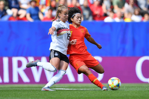 Wang Shuang competes with Germany's Giulia Gwinn on June 8. Germany won the group stage match 1-0, after Gwinn scored a goal in the 66th minute. Photo: VCG