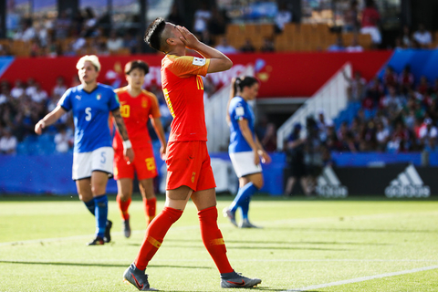 China's Li Ying puts her face in her hands after missing a chance to score in the team's round of 16 match against Italy on Tuesday at the La Mosson stadium in Montpellier, France. Photo: VCG