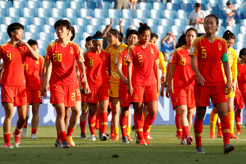 The Chinese team leaves the pitch after losing to Italy on Tuesday. Photo: VCG