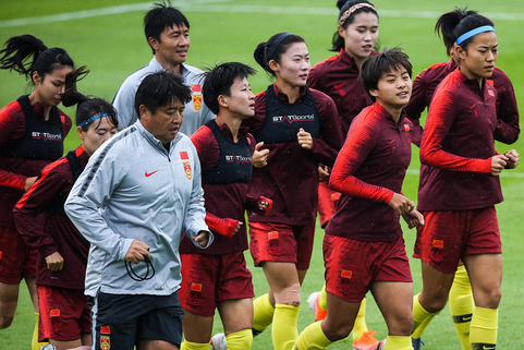 Chinese players train before their round of 16 match against Italy. Photo: VCG
