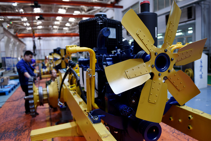 Workers on a bulldozer assembly line in Zhangjiakou, North China Hebei province on May 24. Photo: IC Photo
