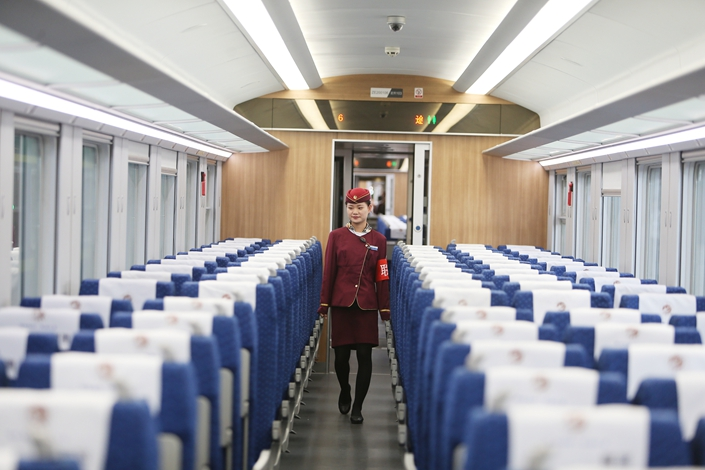 An attendant inspects the carriage of a train from Chengdu to Lanzhou on April 10, 2019. Photo: IC Photo