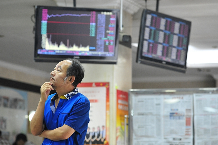 A man keeps an eye on the markets at a securities sales department on Monday in Nanjing, East China's Jiangsu province. Photo: VCG