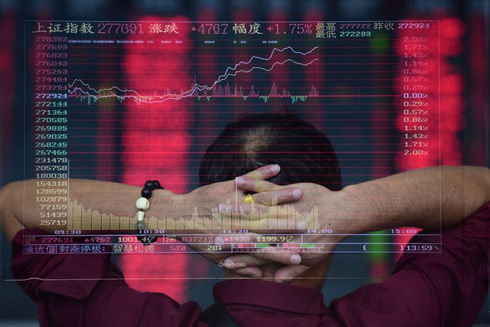 An investor looks at share prices at a brokerage in Fuyang, East China's Anhui province, on Sept. 21. Photo: IC Photo