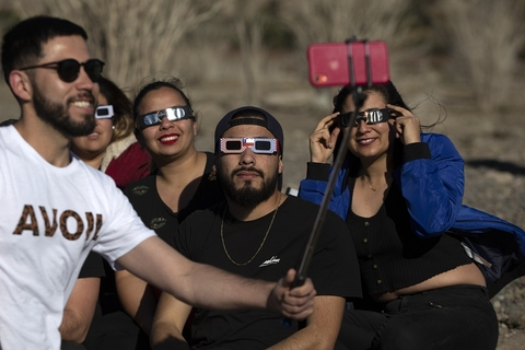 People pose for a selfie while viewing the solar eclipse in Puclaro, Chile, on Tuesday. Photo: VCG