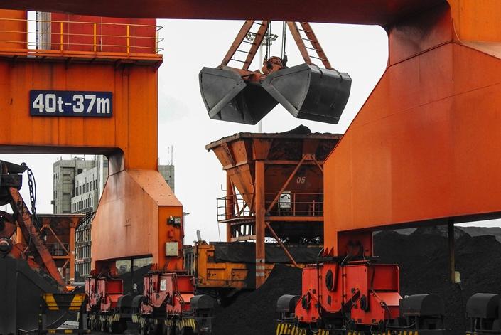 China's Top Coal Group Says Regulator to Slash Imports This Half