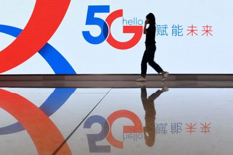 Telecom carriers are seeking partnership in 5G network construction to ease spending pressures. Photo: VCG