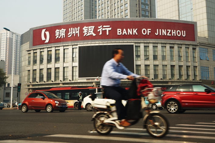 A cyclist rides past a branch of Bank of Jinzhou in Tianjin, on Oct. 16, 2015. Photo: IC Photo