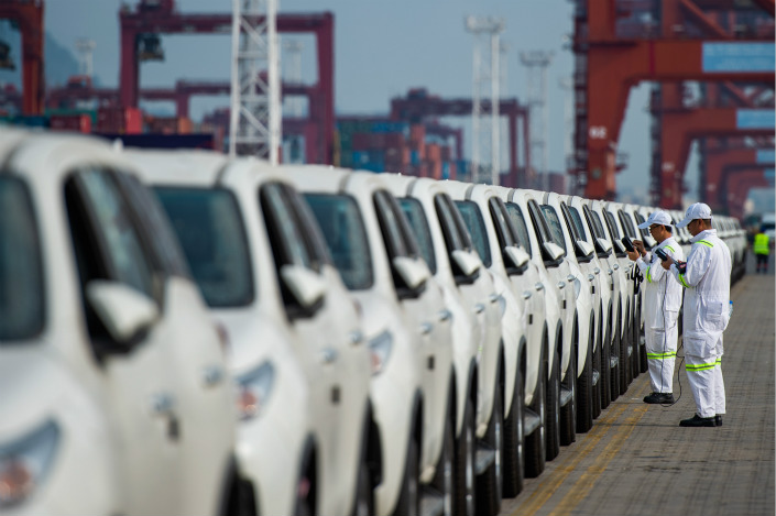 Workers inspect imported cars at a port in Shenzhen, Guangdong province on April 10. Photo: IC Photo