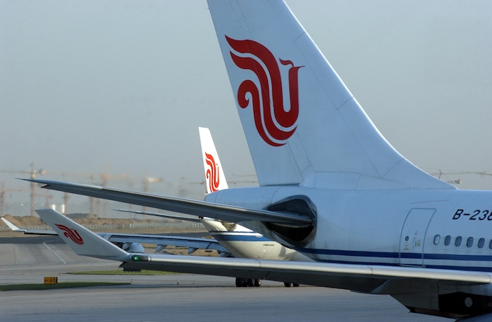 The U.S. government would block Chinese passenger airlines, including Air China, from flying into or out of the United States starting on June 16.