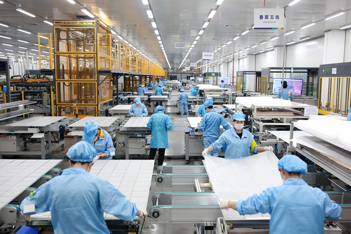 Employees at a Risen Energy factory produce photovoltaic products in Ningbo, Zhejiang province, on Feb. 21. Photo: VCG
