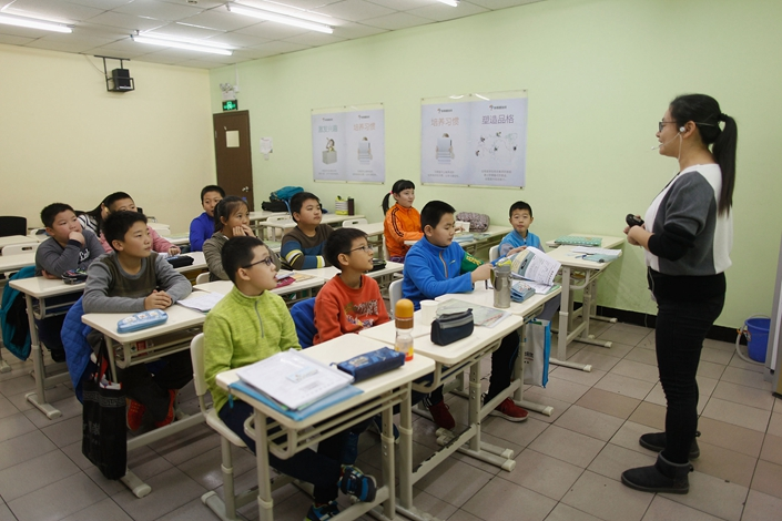 Primary school students take a class at a TAL Education center in Beijing on Nov. 29, 2015. Photo: VCG
