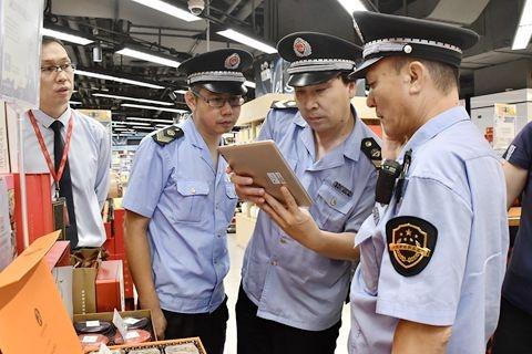 Market supervisors inspected supermarkets and restaurants in Beijing on September 9, 2019. Photo: VCG