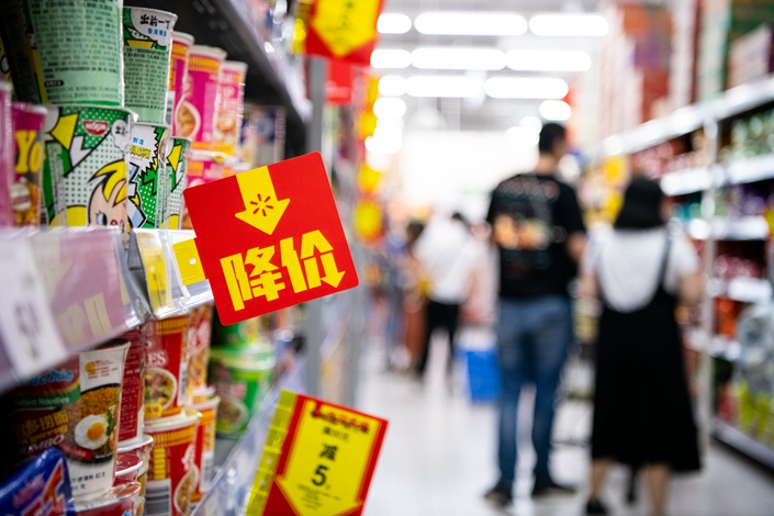 Consumers shop on Sept. 17 at a supermarket in Guangzhou, South China's Guangdong province. Photo: IC Photo