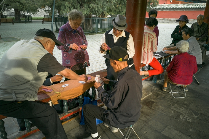 Seniro citizens play chess and card games Thursday at Temple of Heaven Park in Beijing. Photo: VCG