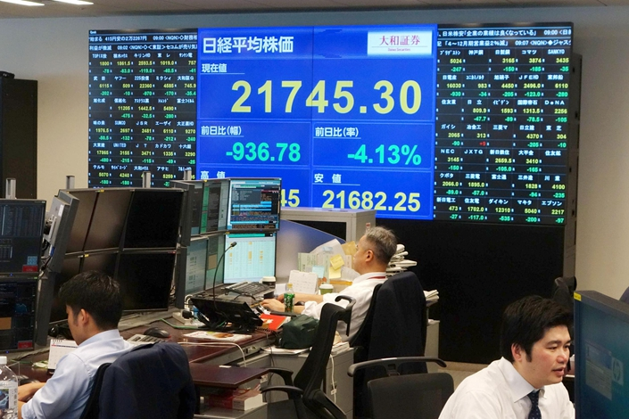 A screen at a Daiwa Securities office in Tokyo shows Japan's benchmark Nikkei stock index on Feb. 6, 2018. Photo: VCG