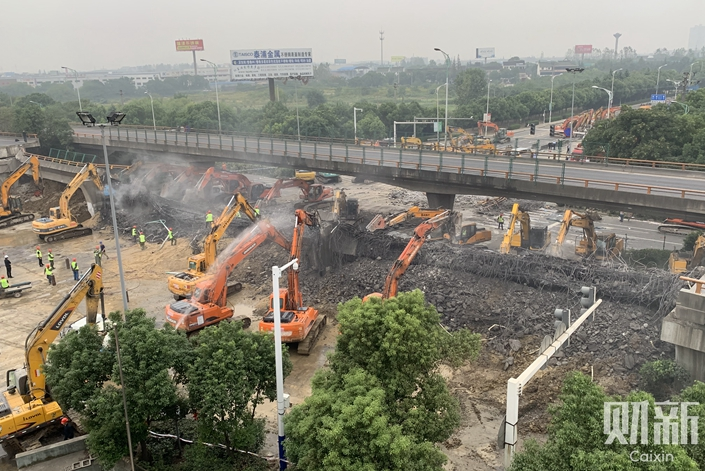 Cleanup work underway at the scene in Wuxi, East China's Jiangsu province, Oct. 11, 2019. Photo: Bao Zhiming/Caixin