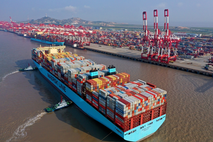 A Maersk container ship arrives at Shanghai's Yangshan Port on Oct. 4. Photo: VCG