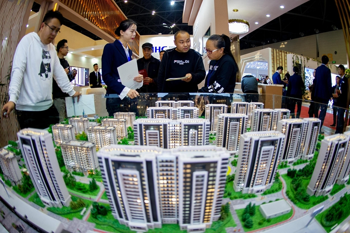 Visitors check out residental developments at an exhibition in Taiyuan, North China's Shanxi Province, on Oct. 11. Photo: VCG