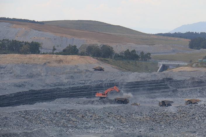Rixs Creek open cut coal mine in New South Wales, Australia, on Nov. 23, 2016. Photo: VCG