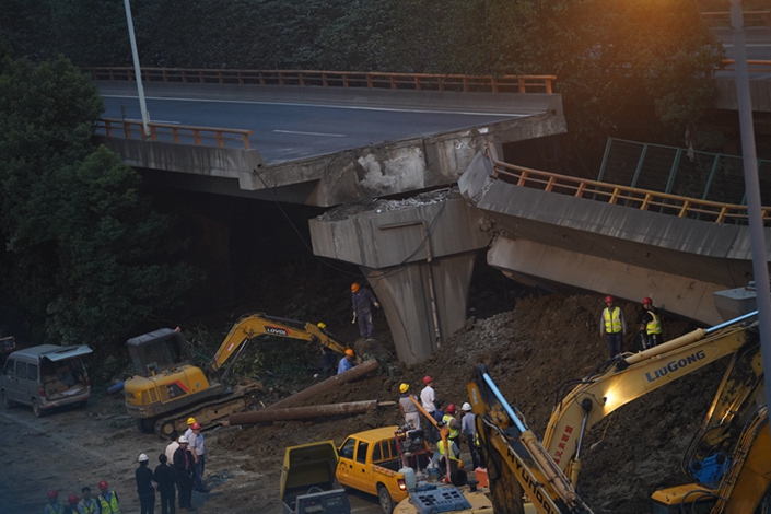 The scene of the Wuxi bridge disaster in Jiangsu province, on Oct. 11, 2019. Photo: Ding Gang/Caixin