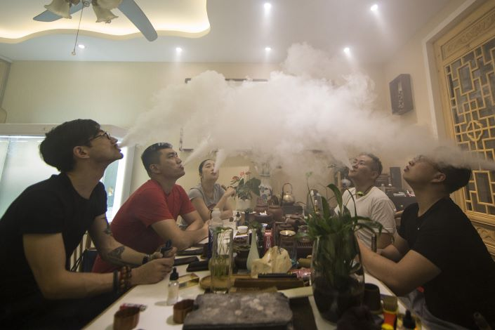 A group of people use e-cigarettes at a gathering in Hefei, Anhui province, Sept. 28, 2017. Photo: VCG