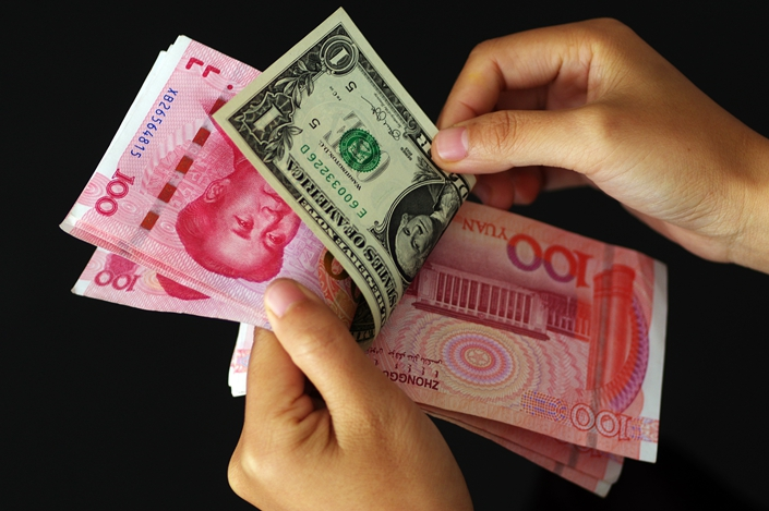 During trading on Tuesday, the currency broke through the 7-yuan-to-the-dollar mark for the first time since Aug. 5.  Photo: IC Photo