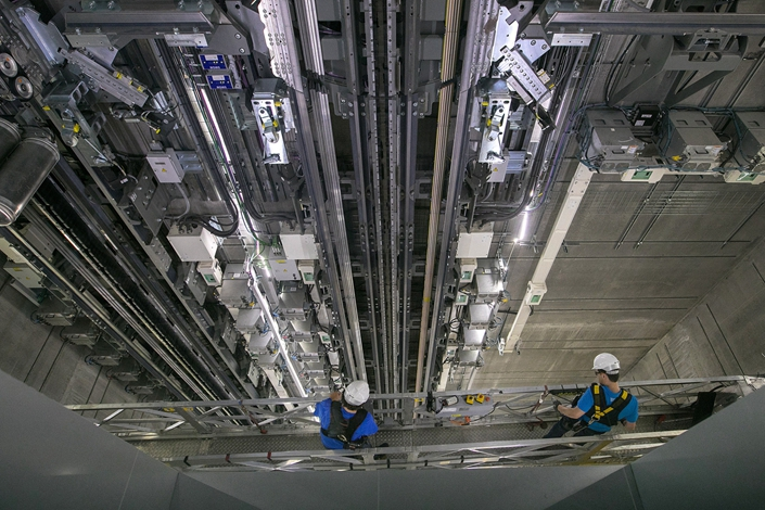 Engineers carry out maintenance inside an elevator shaft in August 2018 in the Thyssenkrupp Elevator AG test tower in Rottweill, Germany. Photo: Bloomberg