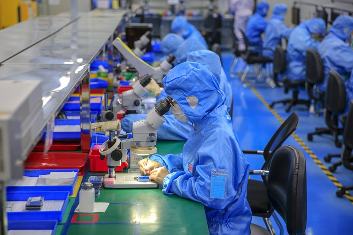 Workers make technology products on Nov. 3 in Shenzhen, South China's Guangdong province. Photo: VCG