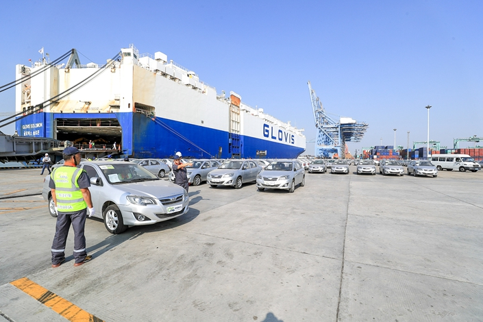 More than 500 used cars ready to be exported to Africa in South China's Guangdong province, Nov. 20. Photo: VCG