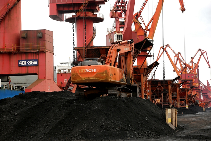 Thermal coal gets unloaded at Lianyungang, East China's Jiangsu province, on Nov. 17. Photo: VCG