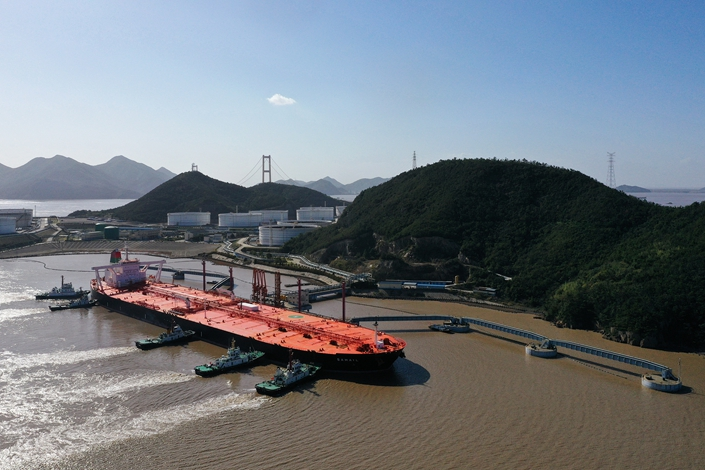 A ship carrying imported crude oil is docked at Zhoushan port, East China's Zhejiang province, on Nov. 14. Photo: VCG