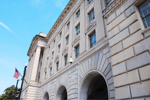 资料图:美国商务部大楼。美国商务部近日出台了一份用以保护美国信息、通信技术与服务(ICTS)领域供应链的规则草案,拟成立一个类似于美国外国投资审查委员会(CFIUS)的审查机制。