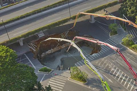 东包铁路开通  打通内蒙煤运大动脉;广州地铁施工区域路面塌陷  三人被困