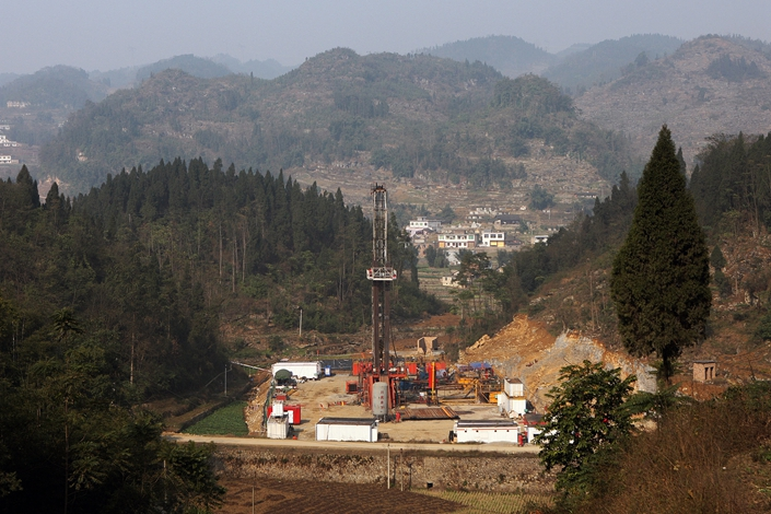 China National Petroleum Corp. drills a shale gas well in Yibin, Southwest China's Sichuan province, in January 2014. Photo: VCG