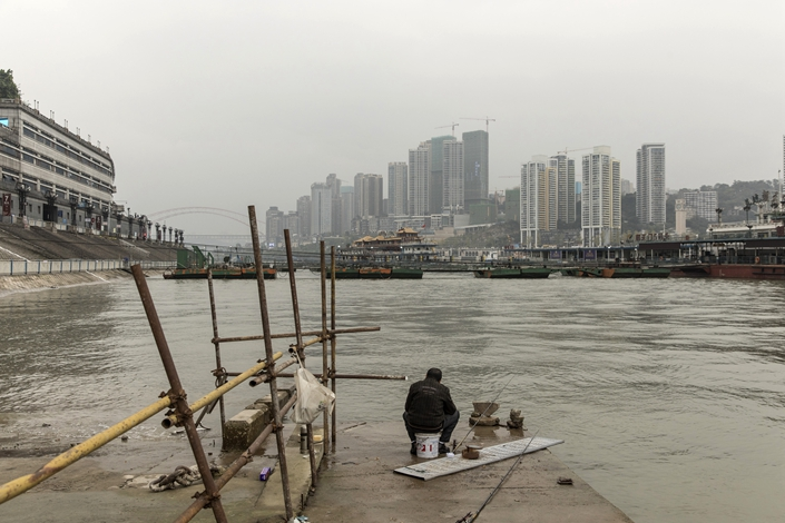An angler sits fishing at Chaotianmen dock in Chongqing on Nov. 27. Photo: VCG